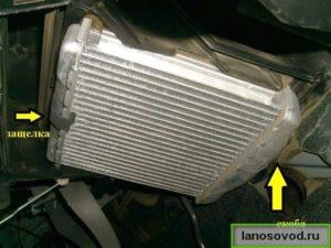 Как отсоединить радиатор печки ланос