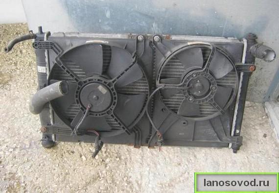 Снять и заменить радиатор охлаждения Ланос