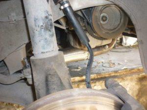 Замена тормозных шлангов причина необходимости прокачки тормозов