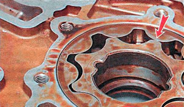 Проверка зазора между шестернями маслонасоса Ланос
