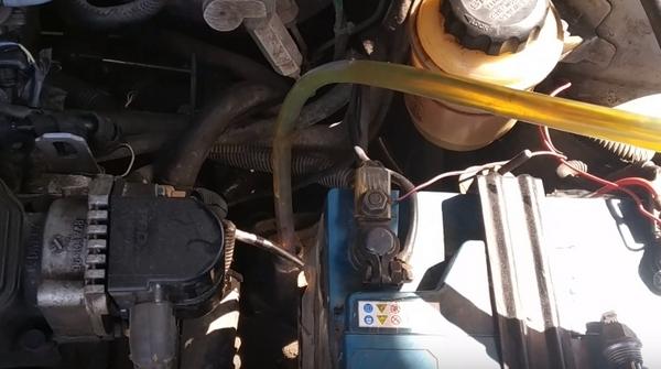 Заливаем масло в КПП Ланос