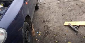 Вывесить переднюю часть авто