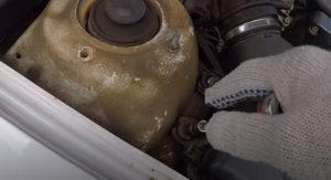 Демонтаж корпуса воздушного фильтра Ланос