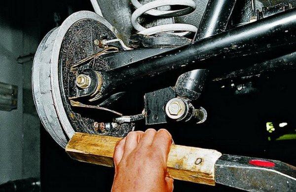 Снятие тормозного барабана Ланос