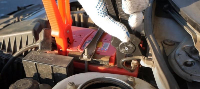 Подключение зажимов проводов для прикуривания