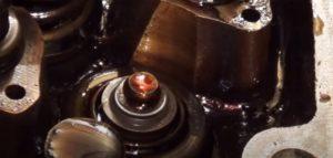 Установка маслосъемных колпачков Ланос