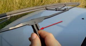 Снятие и замена щеток стеклоочистителей Ланос