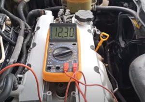 Измерение питания в фишке клапана адсорбера