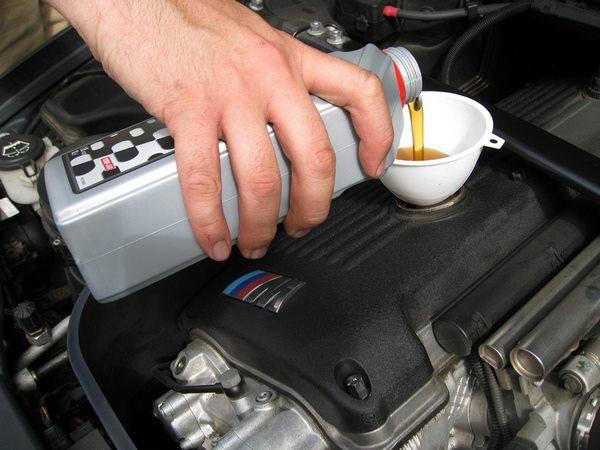 Особенности выбора масел для двигателя в авто